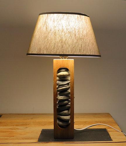 Lampe sculptée en chêne