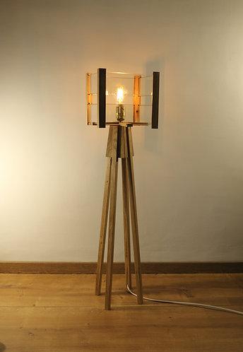 Lampe design en chêne et lamelles de verre,  hauteur 96 cm