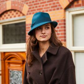 Chapeau asymétrique en laine