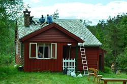 reparasjon_av_taket_på_steindalsetra