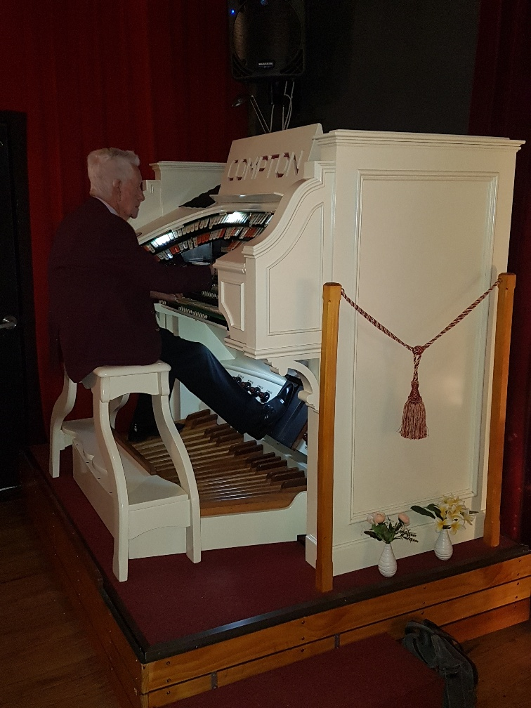 National-Seniors-Redcliffe-Organ at Maje