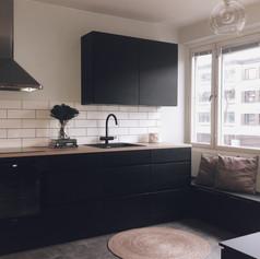 musta keittiö.jpg