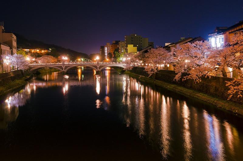 夜桜と浅野川大橋