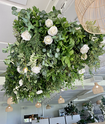 FOLIAGE CANOPY WITH FLORALS