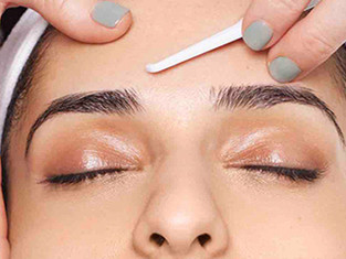 Benefits of Combining a Chemical Peel With Dermaplaning
