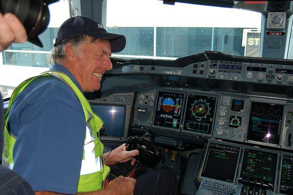 Gordon Reid 6 in A380 cockpit (3).jpg