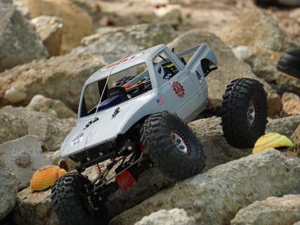 4S Power through axle twisting terrain.