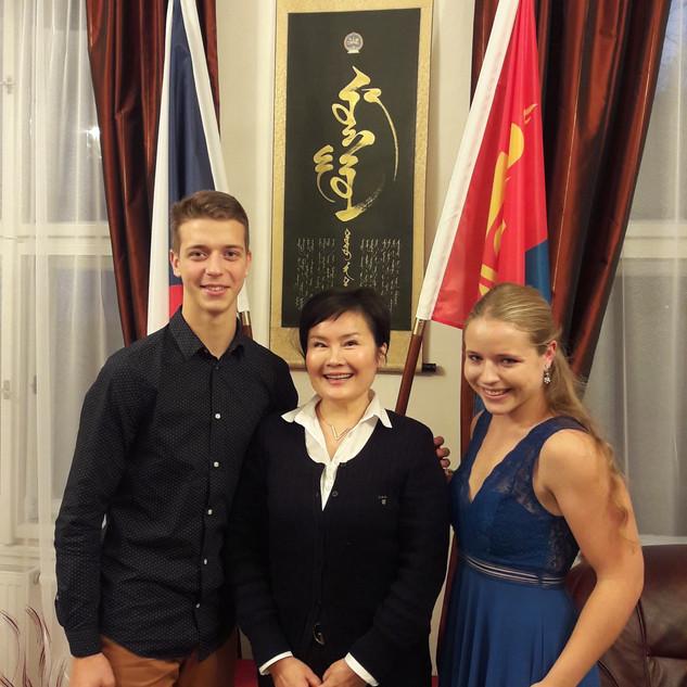 Schůzka_na_mongolském_velvyslanectví.