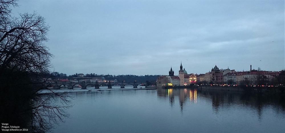 Prague de nuit vue du Pont