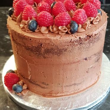 Simply irresistible Birthday Cake 002.jp