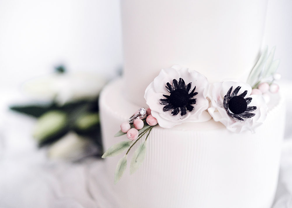 White wedding cake with flowers 1