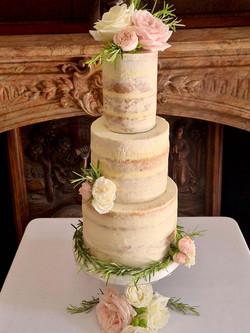 Simply Irresistble Wedding Cake 4