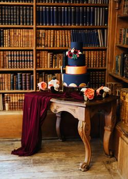 Black and Gold Wedding Cake1