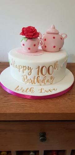 Simply irresistible Birthday Cake 004.jp