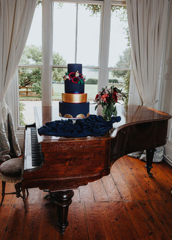 Black and Gold Wedding Cake2