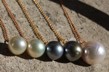 Perles, « Une dame anticipe… »
