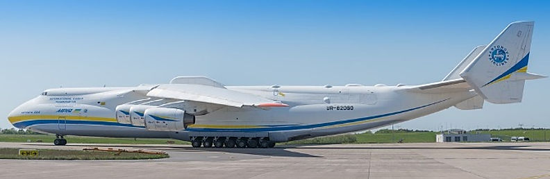 Worlds Biggest plane Antonov An-225.JPG