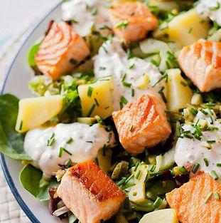 salada fria de salmão com molho de iogurte receitas