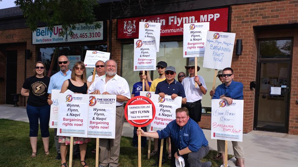 Picketing MPP Kevin Flynn's Constituency Office in Oakville 2016-07-28