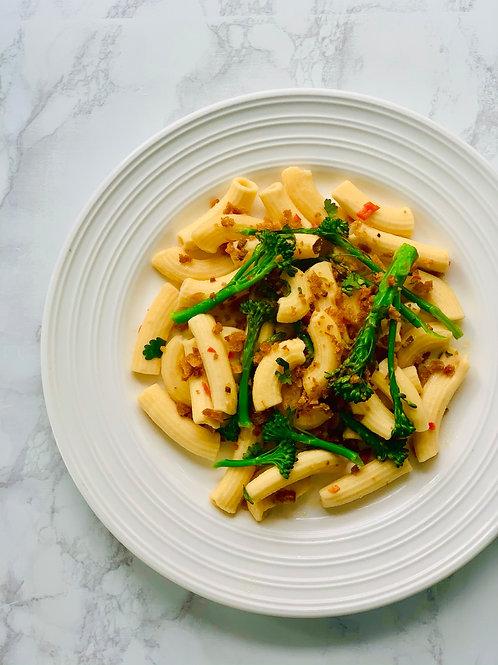Maccheroni with tenderstem broccoli and chilli with garlic breadcrumbs