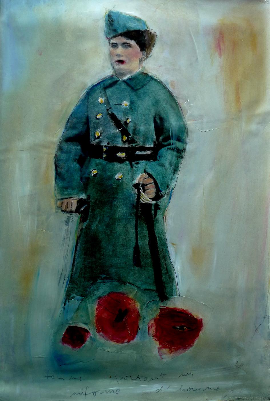 Femme portant un uniforme d'homme