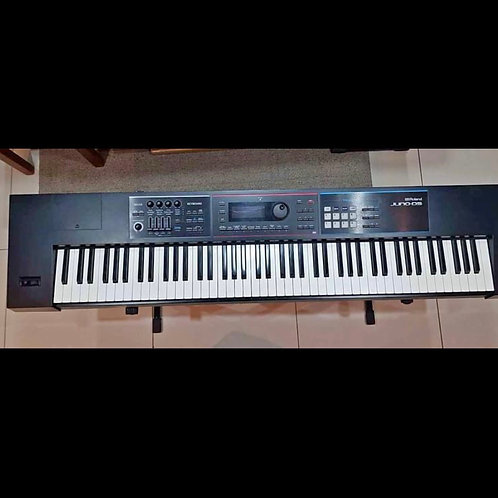 Roland Juno DS88 keyboard/ Synthesizer