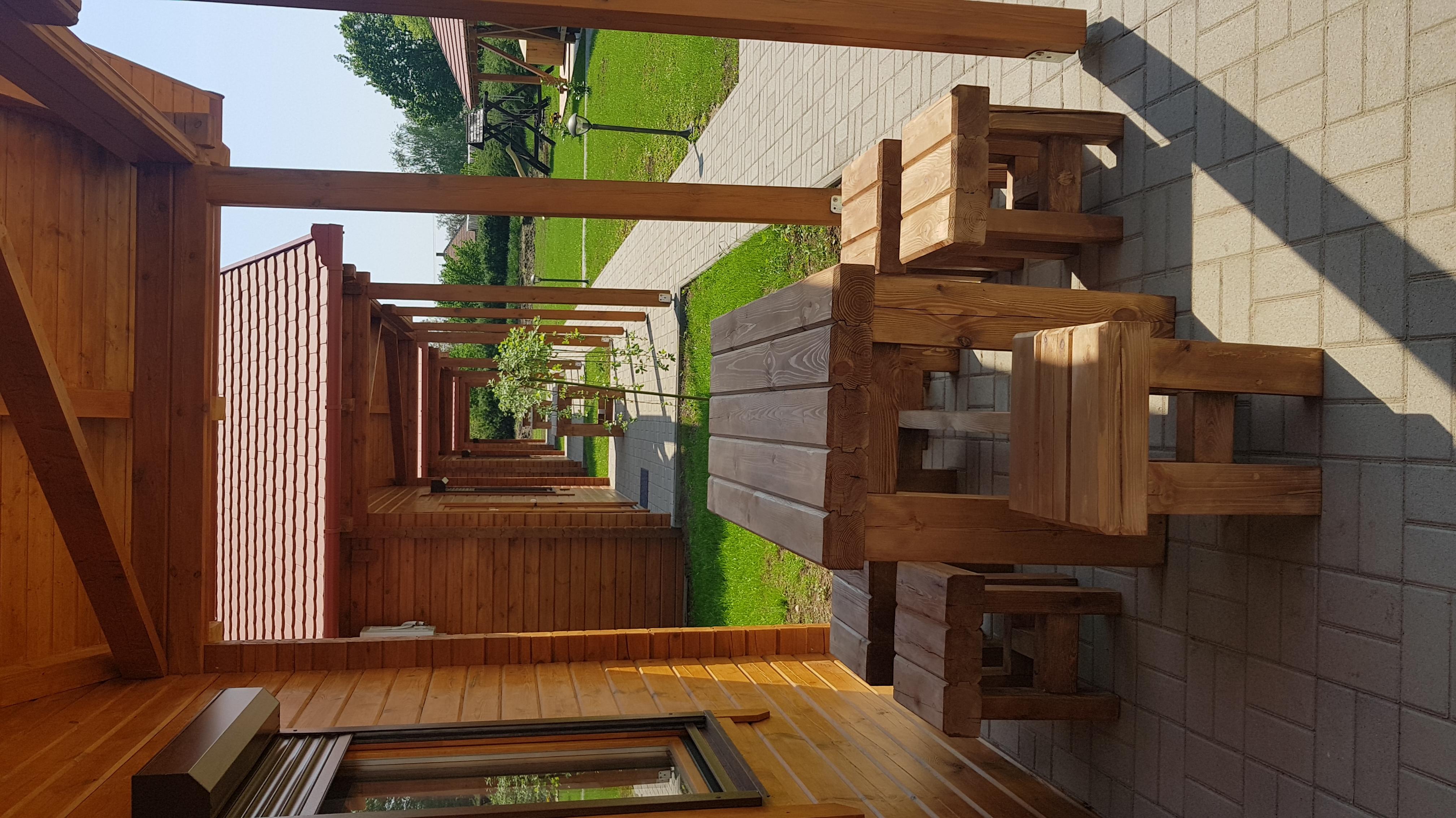 Házak előtti bútor