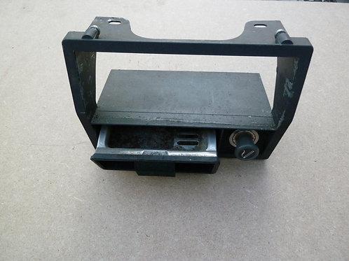 Cendrier et allume cigar avec son support au tableau de bord Citroen DS