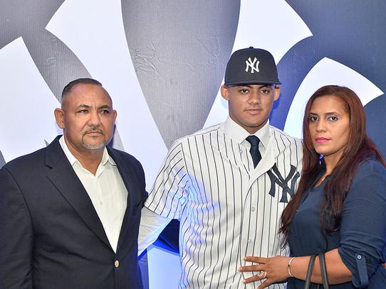 Yankees sign #1 international prospect, Jasson Dominguez