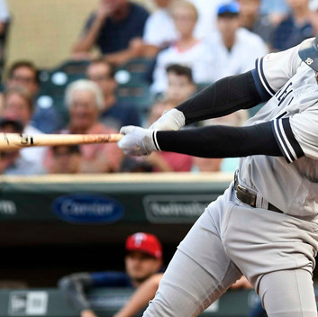 Yankees beat 10-7 twins in another slug-fest