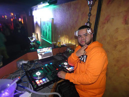 bars-open-late-with-dj