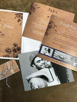 moderne und stylische Einladungskarte für Ihre Hochzeit mit praktischem Schuber
