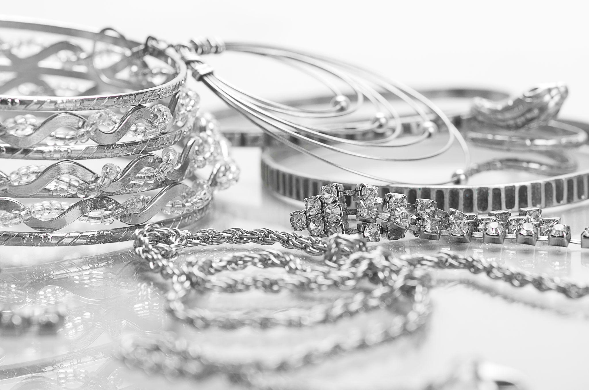 Silberschmuck effektiv reinigen