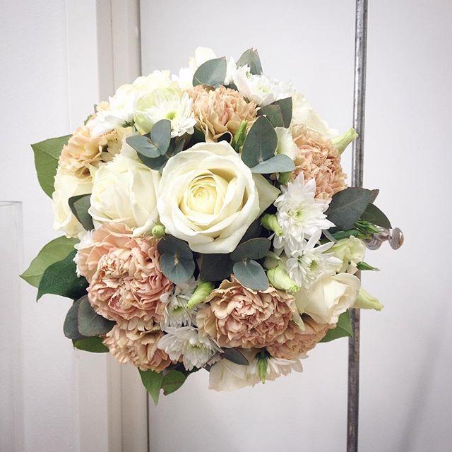 #rose #eucalyptus #ruusu #eucalyptus #neilikka #weddingbouquet #wedding #häät #hääkimppu #kukkia