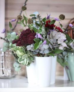 Juhlapöytään •_•_•_#kimppu #suomenluonto #miehelle #juhla #pöytäkukat #aaltomalja #kukkakauppa #minn