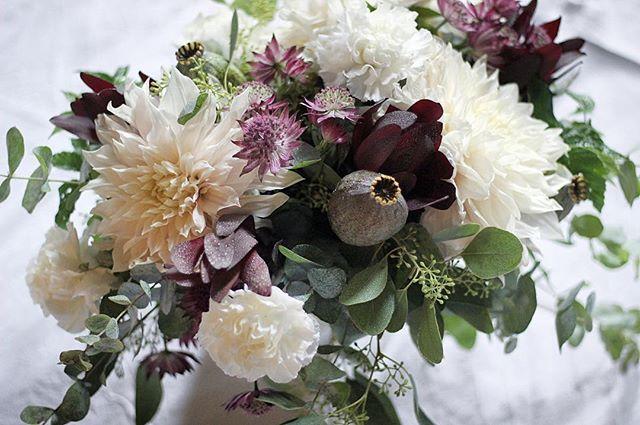 Loppukesän hehkua _#morsiuskimppu #hääkimppu #morsian #häät #häät2018 #häätoulu #kukkakauppa #minnae