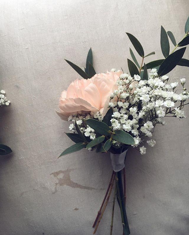 #wedding #flowers #eucalyptus #pastels #harsokukka #neilikka #carnation #groomsmen #peach #kukka #hä