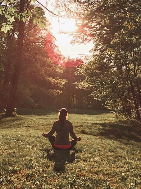 Wie du beim Meditieren die Gedanken abschalten kannst.