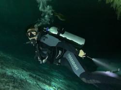 In Action in Höhlen