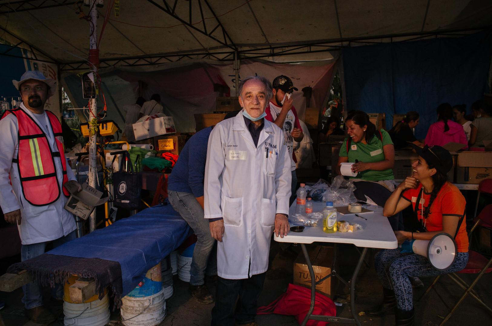 El_Dr._Adrián_Aguilar_en_el_Centro_de_Ac