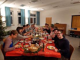 2019-12-07 Weinachtsfeier Tischbild.jpg