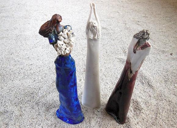 Esculturas de mujeres de barro