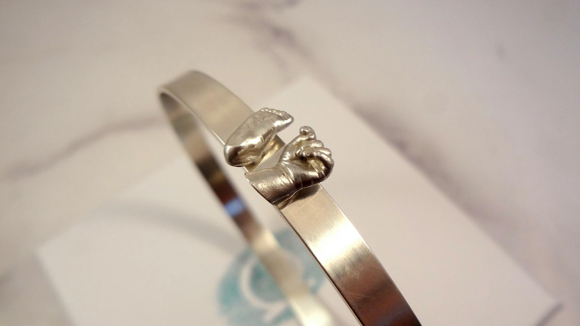 Miniature jewellery bangle
