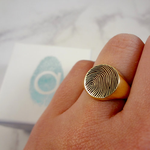 Fingerprint Sovereign Ring 9ct Gold with engraving
