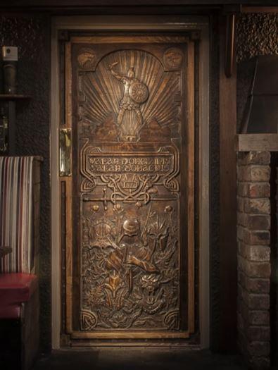 game-of-throne-door-in-situ-4.jpg