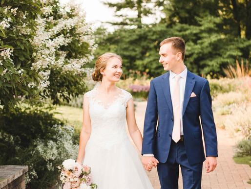 Sarah + Caleb's classic blush + navy wedding // Noerenberg Memorial Gardens // Minnesota