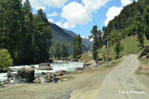 Road to Aru Valley