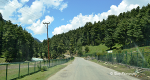 road leading to Aru Valley