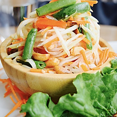 Som Tum Thai (Green Papaya Salad)