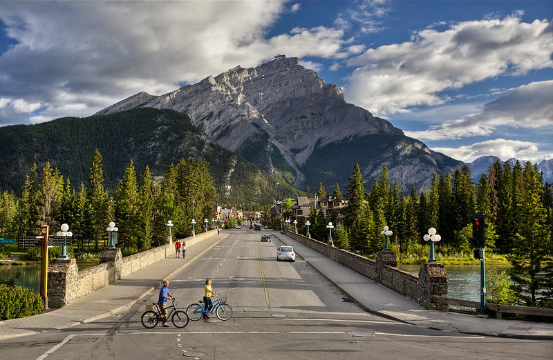 Destination_Signature_Banff_Avenue_Summe
